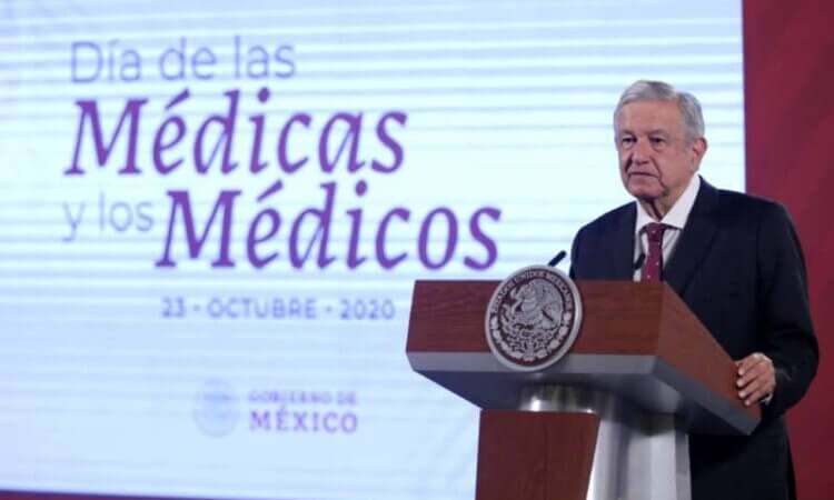 Firma AMLO decreto para establecer legalmente el 23 de octubre como el Día del Médico
