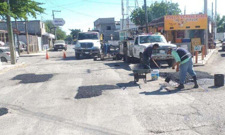 Continúa municipio con trabajos de bacheo