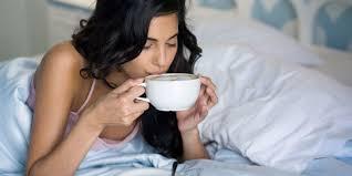 Estudio revela que beber café con el estómago vacío provocaría problemas de salud