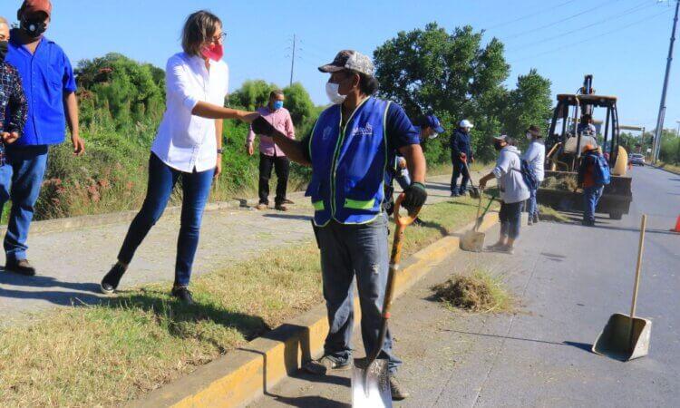 Supervisa Pilar Gómez acciones de limpieza y barrido en Victoria